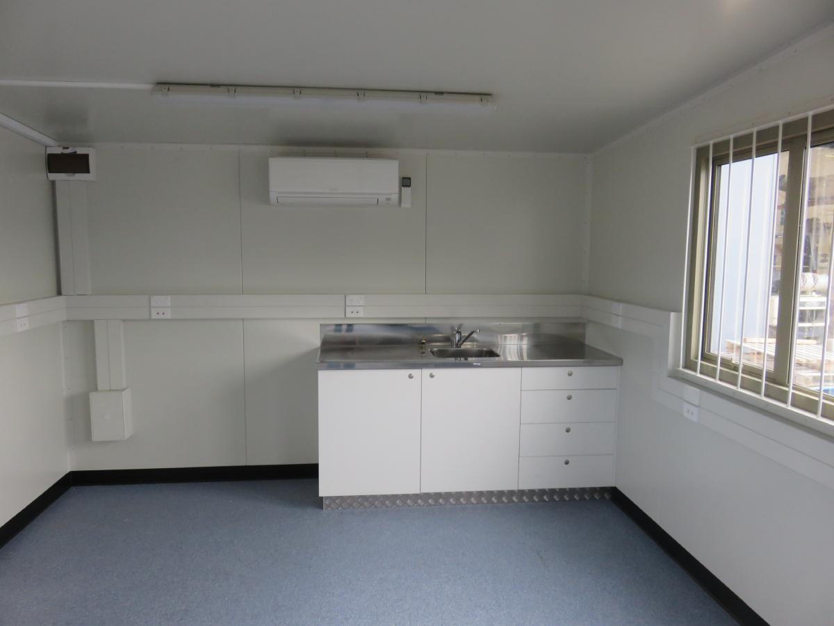 9.6 x 3.5m Lunchroom